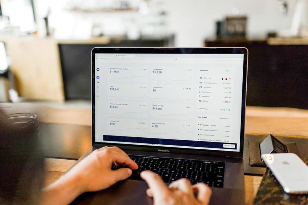 écran ordinateur calcul des tarifs pour son offre irrésistible