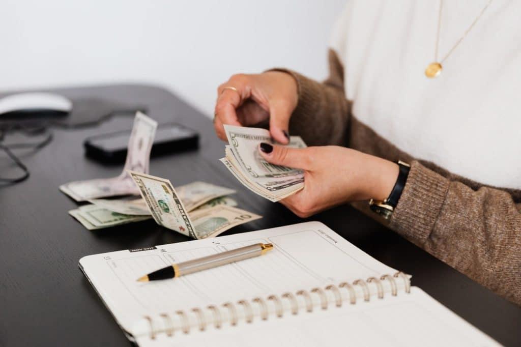 développer son business : gagner de l'argent rapidement, billets de banque